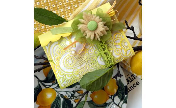 Lemony Sunshine Tri-Fold Gift Pocket