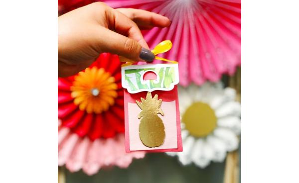 Perfect For #SizzixSummer Parties: Pineapple Party Favor Box!